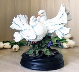 Фигура пара голубей 20 см
