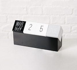Настольный вечный календарь МДФ l12см 1011779