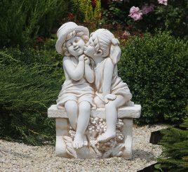 Садовая фигура Целующаяся пара на лавочке 65х45х35 см ССП12211 Крем
